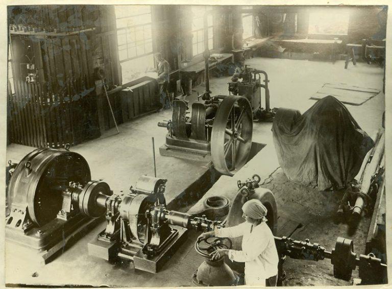 Año 1931. Interior de la central. Construcción adicional de madera.